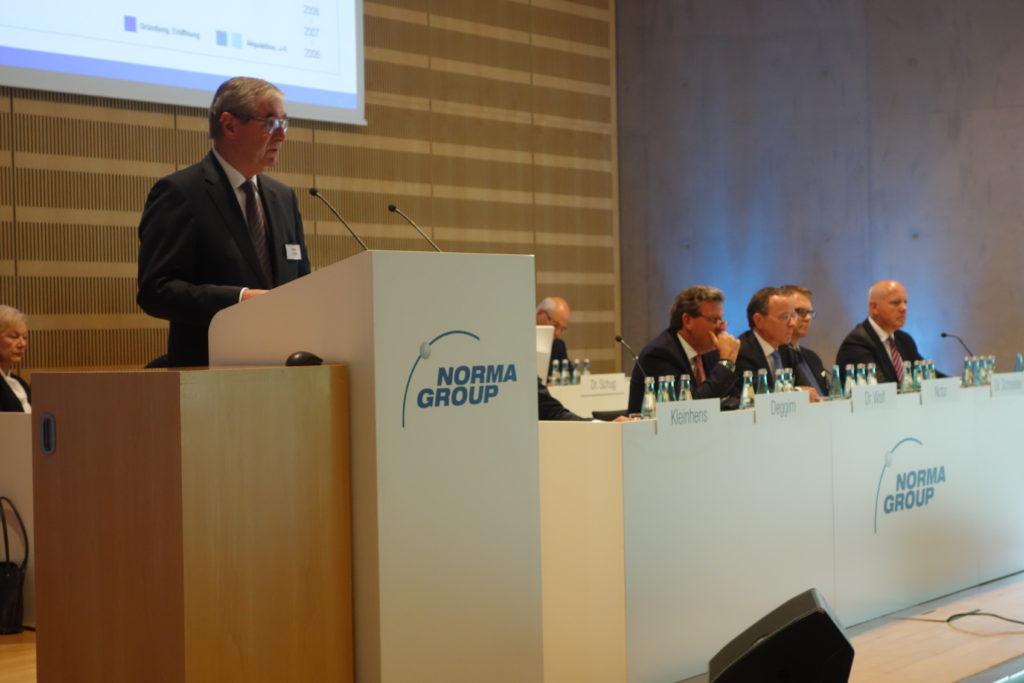 Vorstandsvorsitzender Werner Deggim bei seiner Rede.