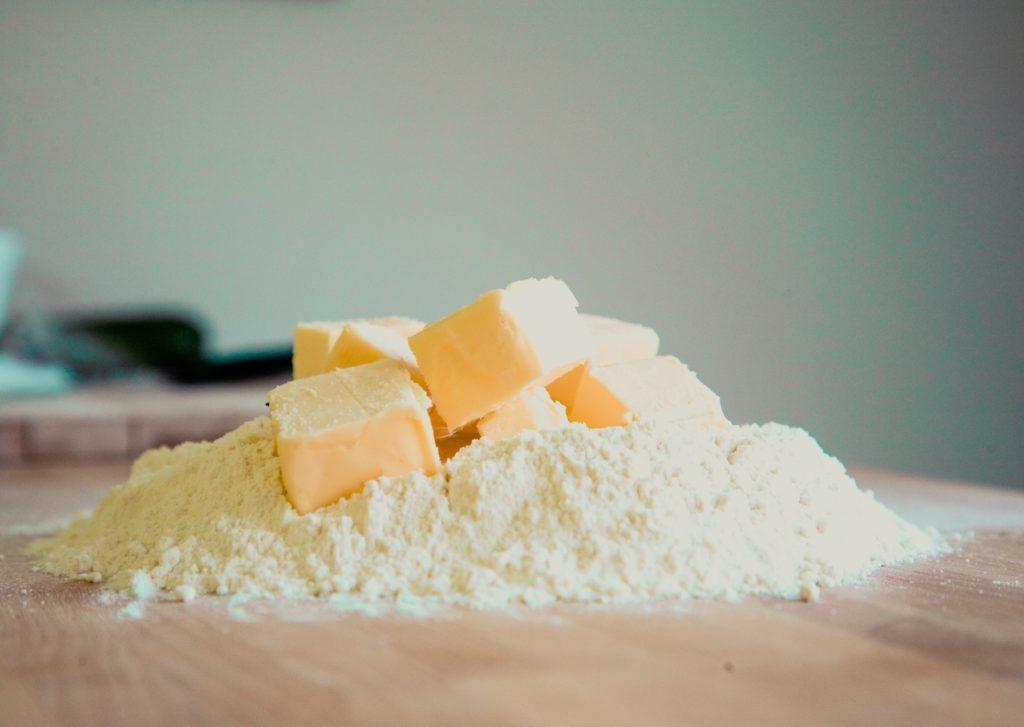 """Wir werden regelmäßig gefragt, warum beispielsweise unsere Butterpreise steigen oder fallen. Das ist eine interessante Frage! Aber leider können wir nicht wirklich eine Antwort darauf geben, weil wir schlichtweg keine Butter verkaufen. Oder hättest Du gerne ein Brötchen mit """"NORMA Butter"""" zum Frühstück?!"""