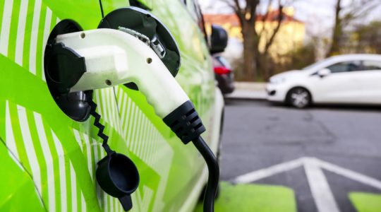 How Batteries Live Long In Electric Vehicles