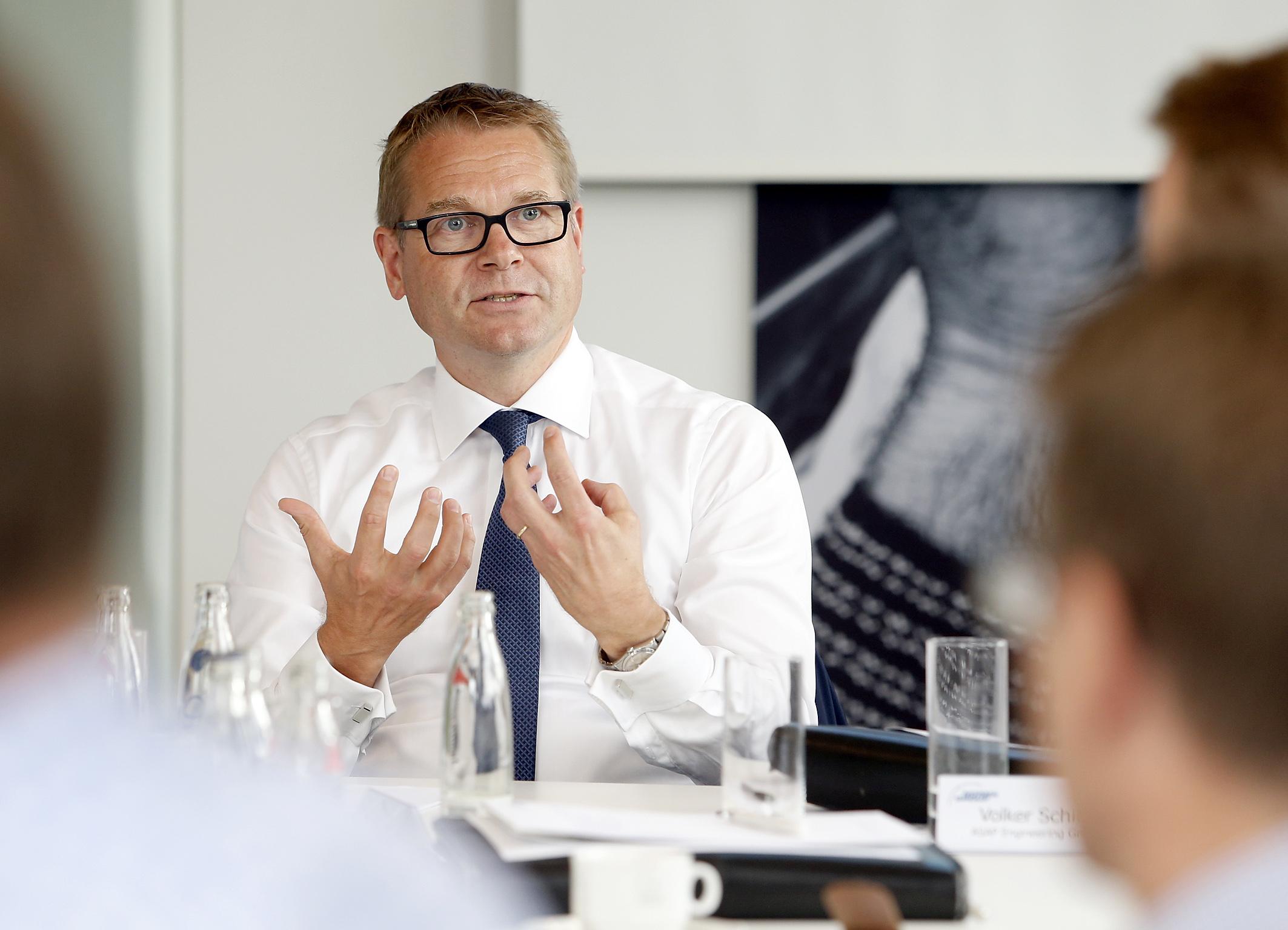 Finanzvorstand Dr. Michael Schneider beim Stakeholder Roundtable zum Thema Elektromobilität