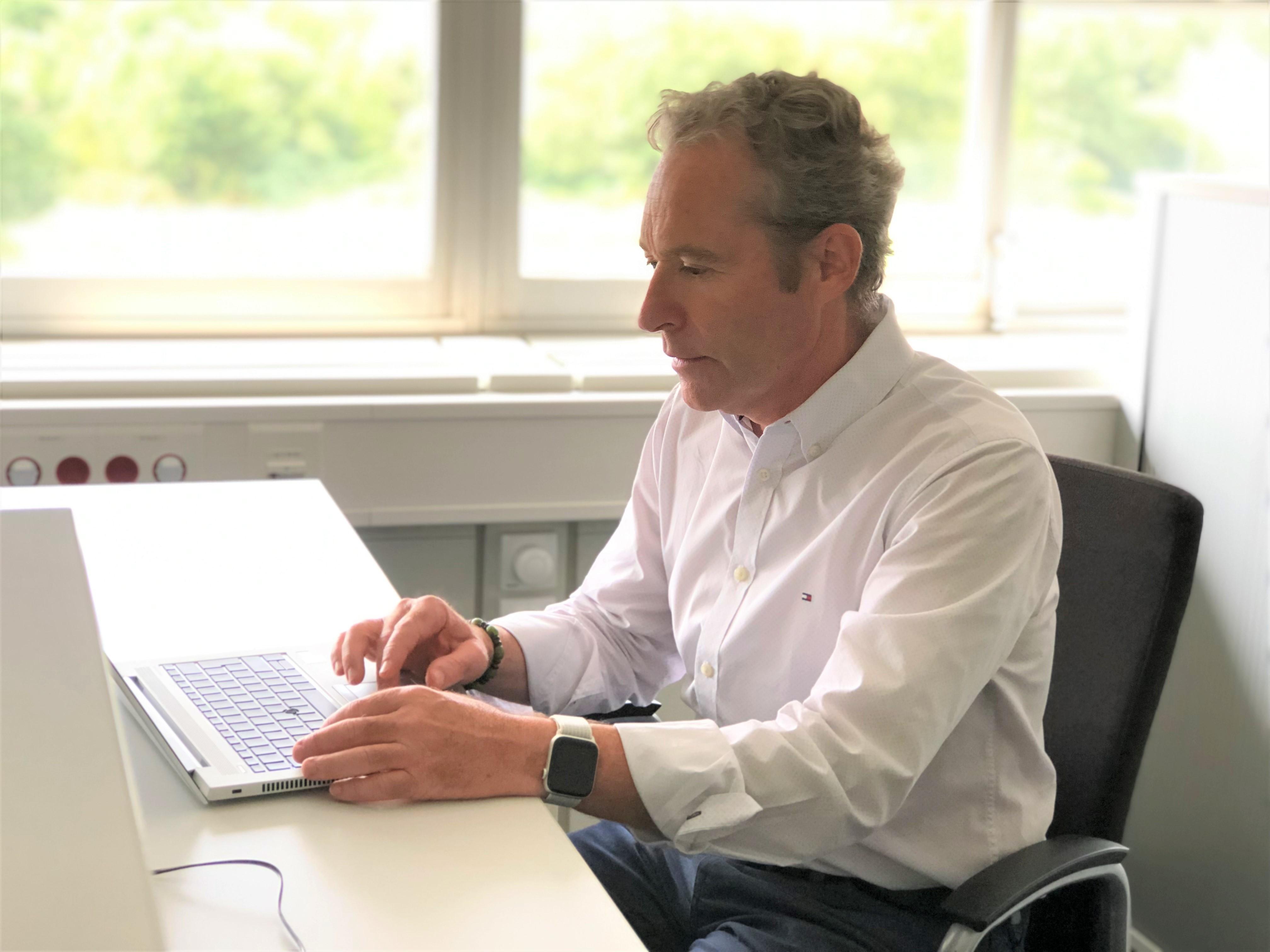 Als Director Global Product Management E-Mobility gehört mobiles Arbeiten an verschiedenen Unternehmensstandorten zum Alltag von Jean-Luc Kirmann.