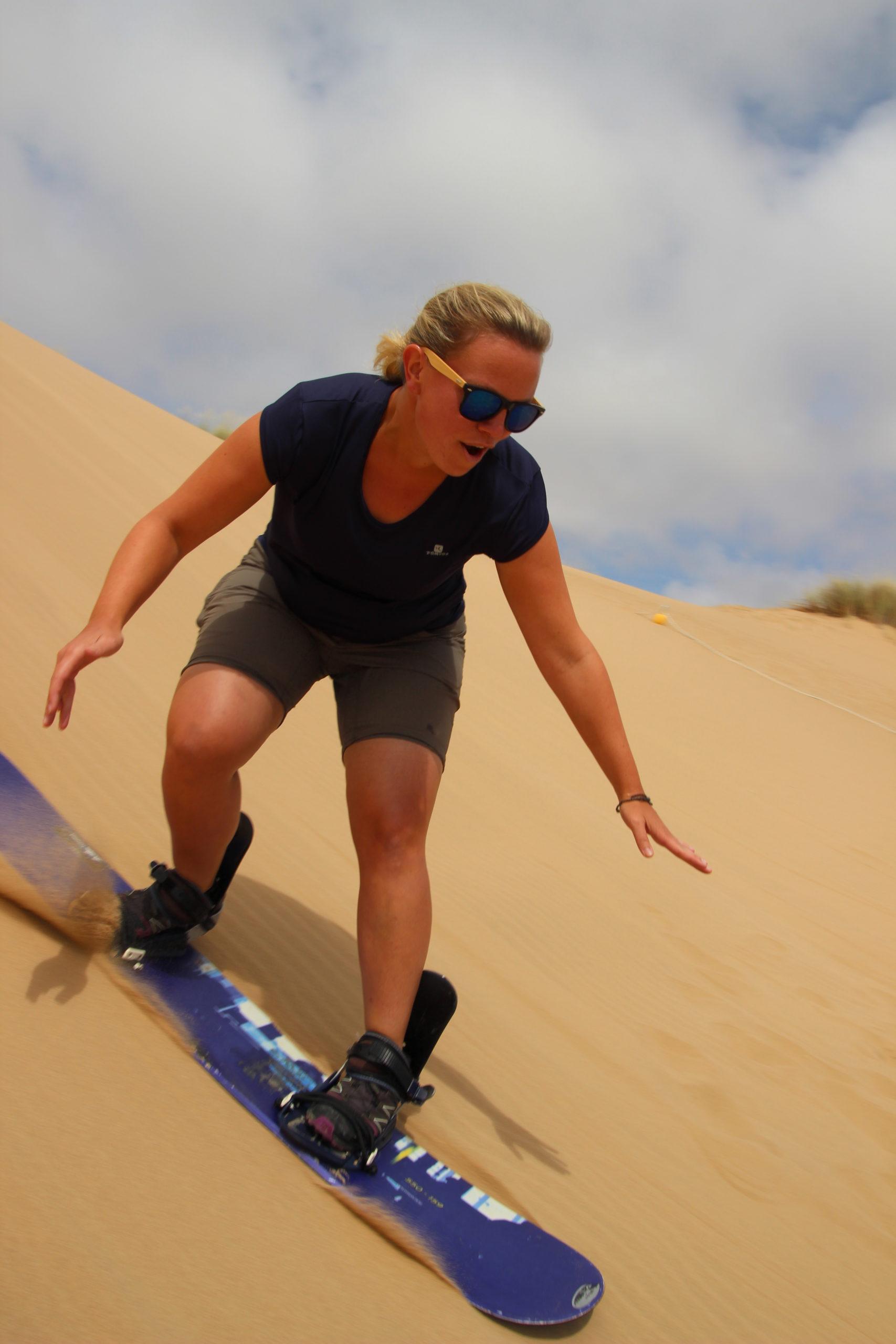In Südafrika probierte Ricarda zum ersten Mal Sandboarding aus